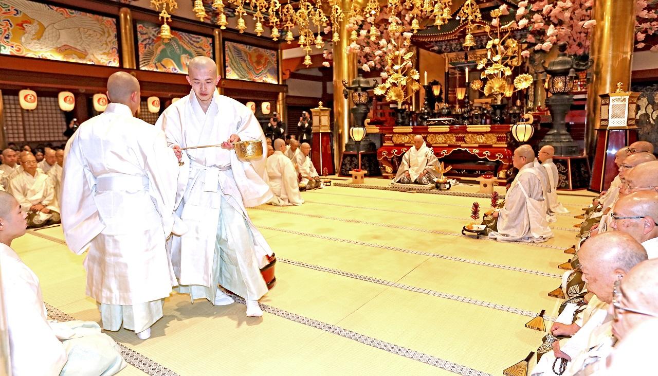 祝賀御本佛於末法出現、師弟本有常住,以及下種佛法更加興隆的三三九度儀式。(11.20) (以上照片『大白法』提供)