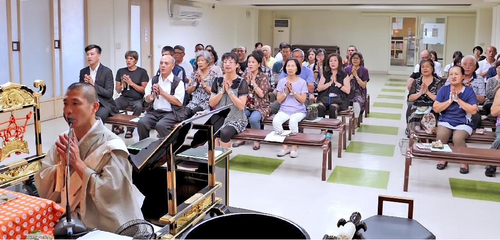 七月是日蓮大聖人上呈『立正安國論』的月份,總本山在御法主日如上人猊下為大導師下,進行為期一個月的唱題行。全世界日蓮正宗寺院,皆以總本山為中心,同步舉行。圖為花東布教所的唱題行