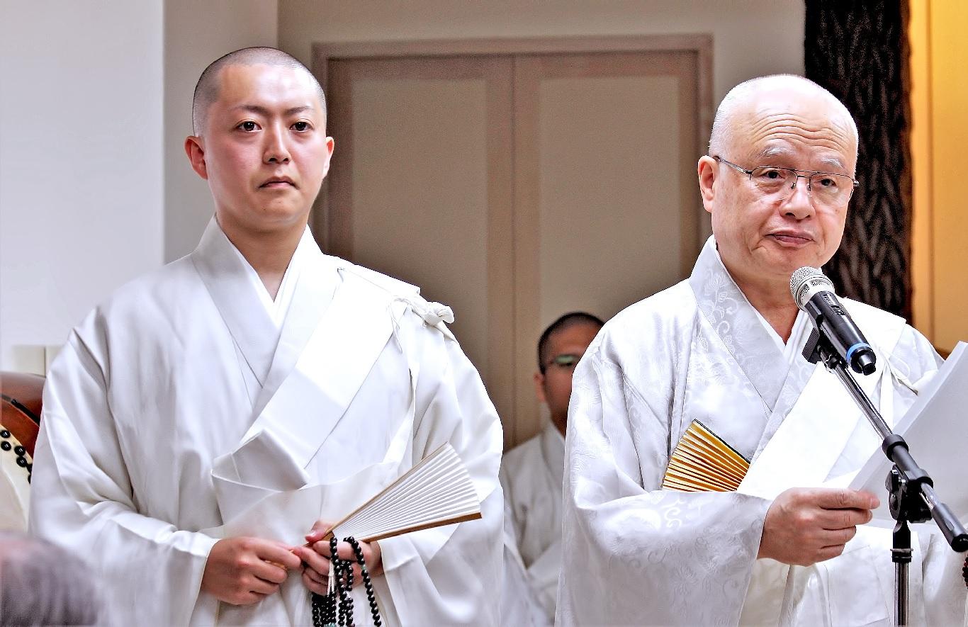 海外部長致祝賀辭,並介紹新責任者近藤行威尊師。