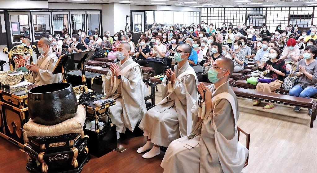 本興院信徒踴躍參加百日間唱題行,不克前來者亦 可透過線上直播方式,同步參加