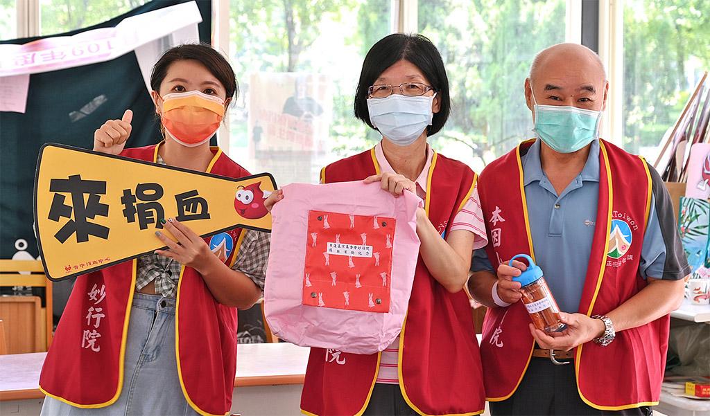 熱心的社福部成員,協助捐血作業。